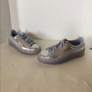 NWOB Puma Women's Size 7 Icelandic Blue Sneakers